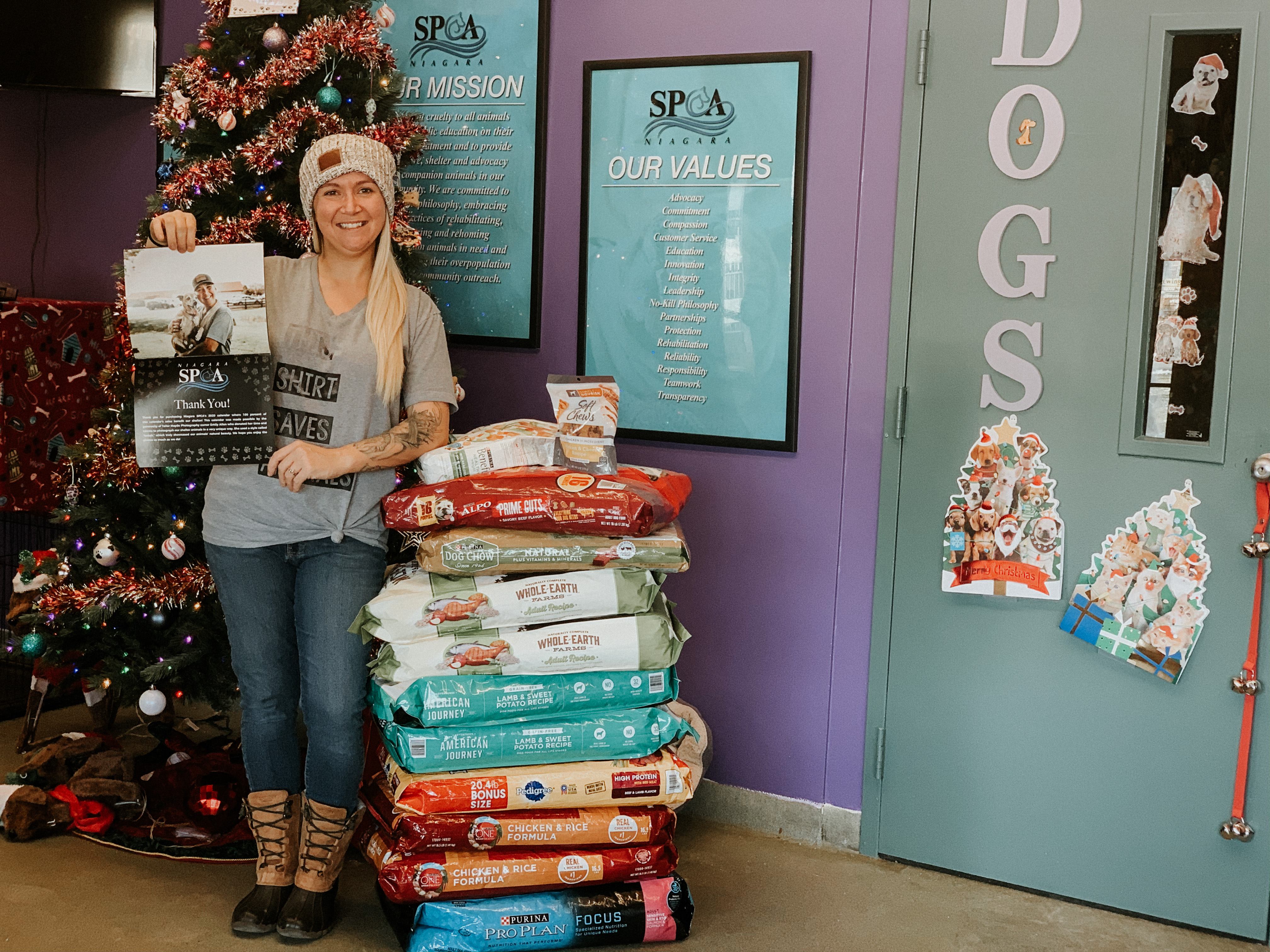 Local photographer collects more than 500 pounds of dog food for Niagara SPCA